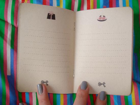 Detalhe das folhas do caderninho da Marisa.. uma graça!