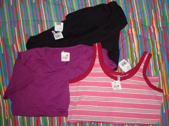 Blusinhas Sulfabril: Camisetas básicas (R$9,50 cada) e regata listrada (R$8,50)