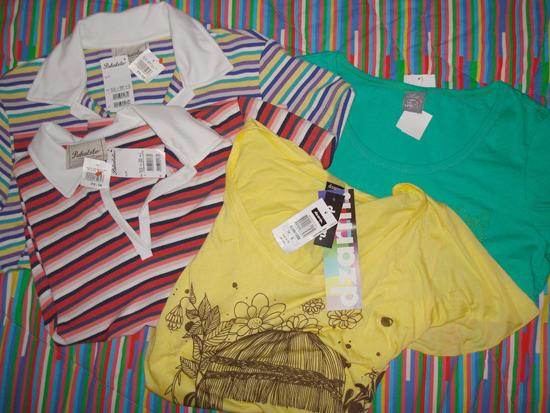 Polos Pakalolo (R$29,50 cada), camiseta Dzarm amarela (R$16,50) e camiseta Puro Fio verde (R$14,50)