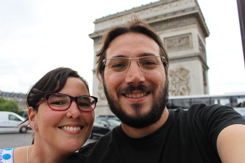 Tiramos selfies a viagem toda. Já que era chato ficar pedindo para estranhos tirarem fotos nossas, nos viramos na moda. Hahaha.