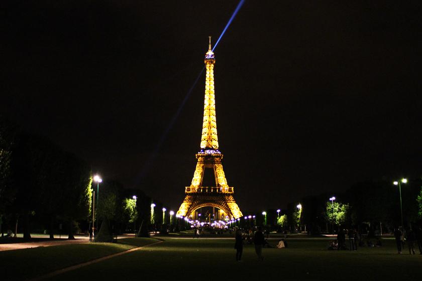 torre-paris-iluminada