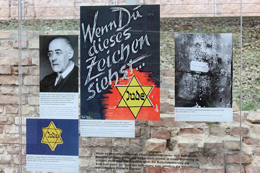 """""""Quando você vê esse sinal"""" - avisando o povo ariano sobre o sinal que os judeus eram obrigados a usar na roupa."""