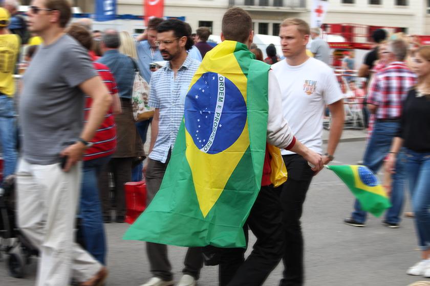 Alemão torcendo pelo Brasil na Copa, durante um jogo que assistimos na Fifa Fan Fest ao pé do Portão de Brandenburgo.