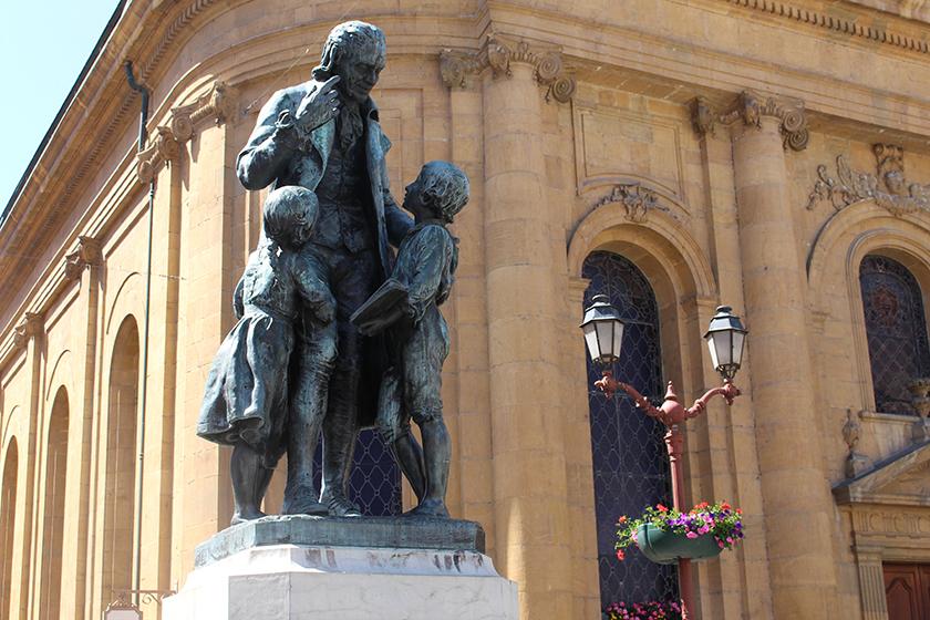 Monumento à Pestalozzi, o morador mais ilustre da cidade.